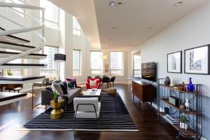 Luxurious 3 BR Penthouse on Mag Mile by Domio