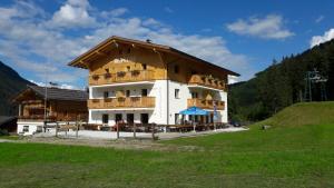 Berggasthof Albergo Baita Blosegg - Hotel - Racines