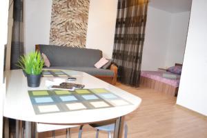Apartments on Mira 143g