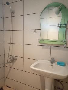 Nino's Guesthouse, Apartments  Borjomi - big - 13