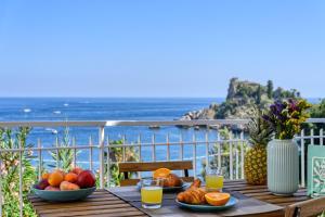 Paradisea Taormina with garden front sea - AbcAlberghi.com