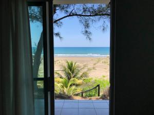 A Hotel Com Bungalow Con Terraza Y Vista Al Mar En Playa