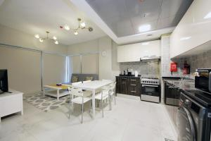 Signature Holiday Homes - Luxury 1 Bedroom Apartment MAG 5 - Dubai