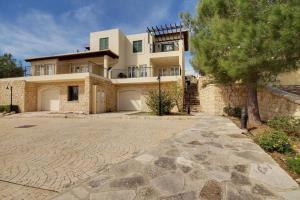 2 Bed Luxury Villa In Aphrodite Hills!!