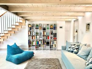 Blue Loft - Central open space & private parking - AbcAlberghi.com