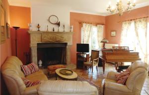 Seven-Bedroom Holiday Home in Pezenas