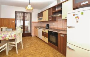 Two-Bedroom Apartment in Divaca