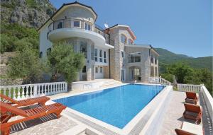 Holiday Home Herceg Novi with Fireplace XII, Кумбор