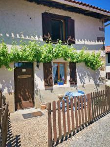 Location gîte, chambres d'hotes Maison La Peruse at Les Vergnes Gites dans le département Charente 16