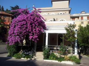 Villa Pirandello - AbcRoma.com