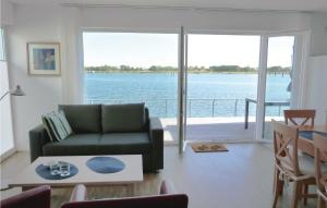 Two-Bedroom Apartment with Sea..