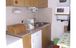 Holiday home Vasút utca-Balatonfenyves, Holiday homes  Balatonfenyves - big - 24