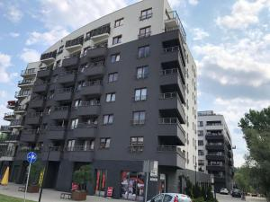 Large Apartment in a new complex with 24/7 Security + 2x Parking Space