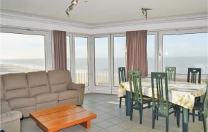 Three-Bedroom Apartment Oostende with Sea View 01