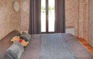 Three-Bedroom Holiday Home in Meounes Les Montrieux