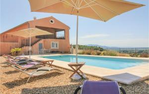 Five Bedroom Holiday Home in Cairanne