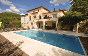 Six Bedroom Holiday Home in Fayence