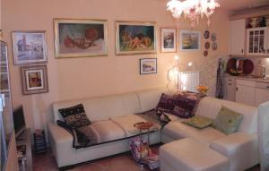 Holiday Home Crni Kal with Sea View 04