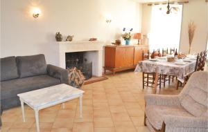Four Bedroom Holiday Home in St Vincent de Connezac