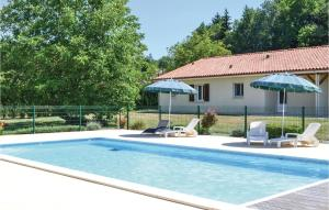 Three Bedroom Holiday Home in Savignac Les Eglises I 2