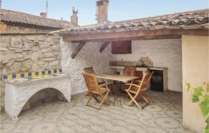Two Bedroom Holiday Home in Bedarieux