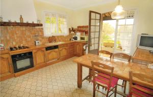 Four Bedroom Holiday home Mejannes les Ales with a Fireplace 04