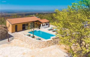 Three-Bedroom Holiday Home in Drnis
