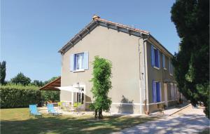 Three Bedroom Holiday Home in Verquieres