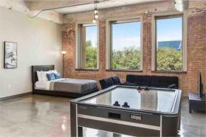 Quality Lounge Downtown Dallas Apt with Pool Gym Wifi Valet