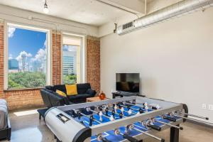 Vacation Luxury Apt with Gym Pool Wifi and Valet