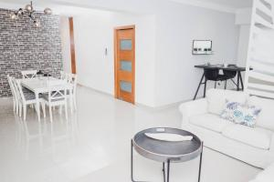 FRIENDS & FAMILY SPACIOUS 3BR - WiFI - AC - PARKING