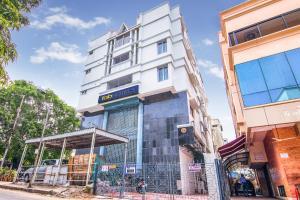 FabHotel Venkeys Service Apartment Mylapore