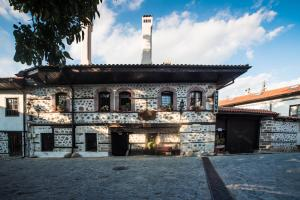Todeva House