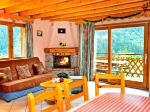 Location gîte, chambres d'hotes Fabulous Chalet in Champagny-en-Vanoise near Paradiski Ski Area dans le département Savoie 73