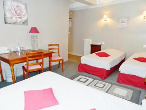 Hotel Restaurant Le Cygne, Hotels  Conches-en-Ouche - big - 41