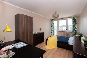 ROOMS-15 min to the BEACH