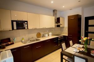 Dekart 5220 Arkadia Apartments Rooms