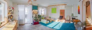 Светлый фэншуйный 3-эт. ДОМ-ДУПЛЕКС 150 кв.м. 4 спальни в стиле White&Wood с кухней-студио, рядом с лесом