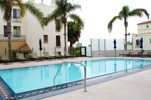 Resort Style Apartments near UCLA