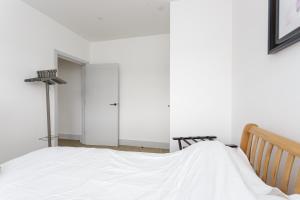 Prime Luxury First Floor Apartment - Central Havant