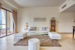 Cozy Beachfront Apartment in JBR by Deluxe Holiday Homes - Dubai