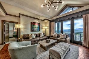 Must See Luxury Vacation Residence - Sleeps 10 Condo - Hotel - Kingswood Estates