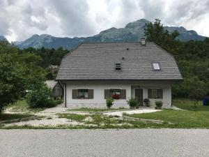 Hiša ob Soči