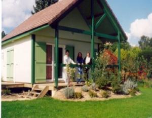 Location gîte, chambres d'hotes Village-Chalets Le Rû du Pré dans le département Yonne 89