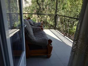 Nino's Guesthouse, Ferienwohnungen  Bordschomi - big - 16