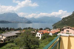Balcony Lake View Apartment