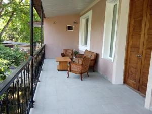 Nino's Guesthouse, Ferienwohnungen  Bordschomi - big - 19