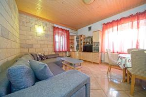 Apartment Put Rota 48