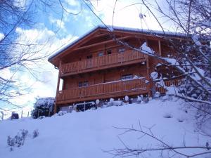 Location gîte, chambres d'hotes Spacious Chalet with Sauna in Saint-Jean-d'Aulps dans le département Haute Savoie 74