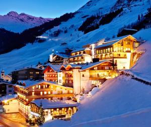 Hotel Berghof Crystal Spa & Sports